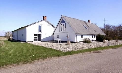 Hus/villa 3-længet landejendom udlejes - kun 2 km. fra varde - udlejes 1 år med forkøbsret