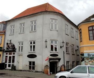 Lejlighed Axeltorv, 77 m2, 3 værelser, 3.575 kr.