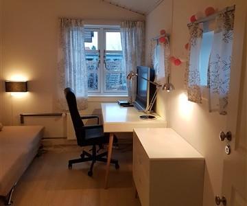 Værelse Dejligt lyst værelse på 10 m2 i centralt beliggende villa