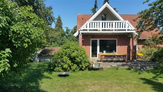 Hus/villa Super house in Humlebæk: Easy commute to CPH. Walk/bike to train, beaches, shopping & Louisiana Museum. All ARE WELCOME.